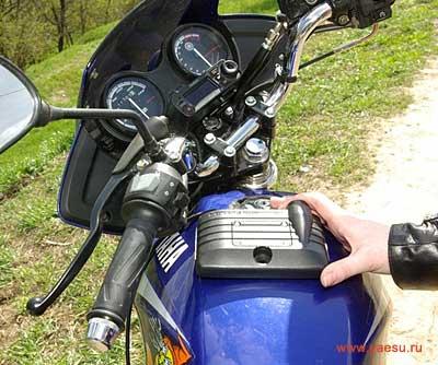 Мото-рация FTM-10SR на мотоцикле